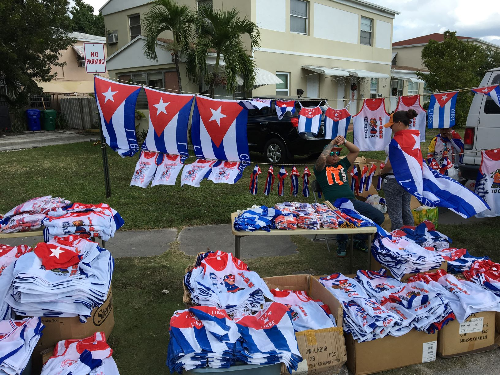 パレードに使うキューバの国旗