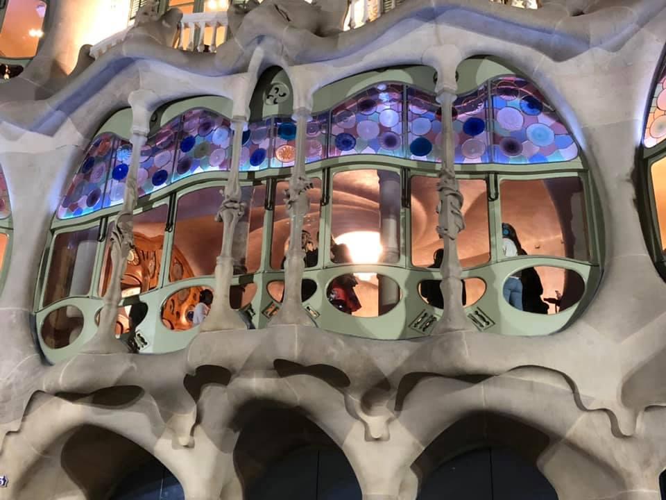カサ・バトリョの特徴的な窓