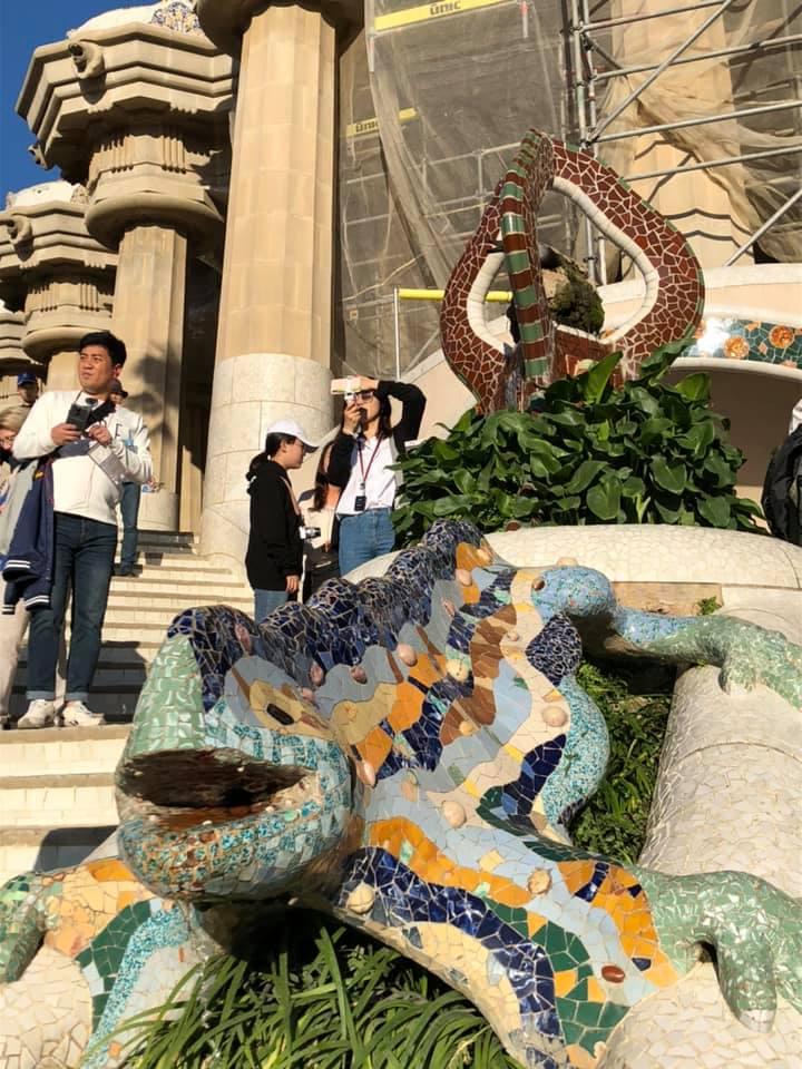 グエル廷のトカゲ像