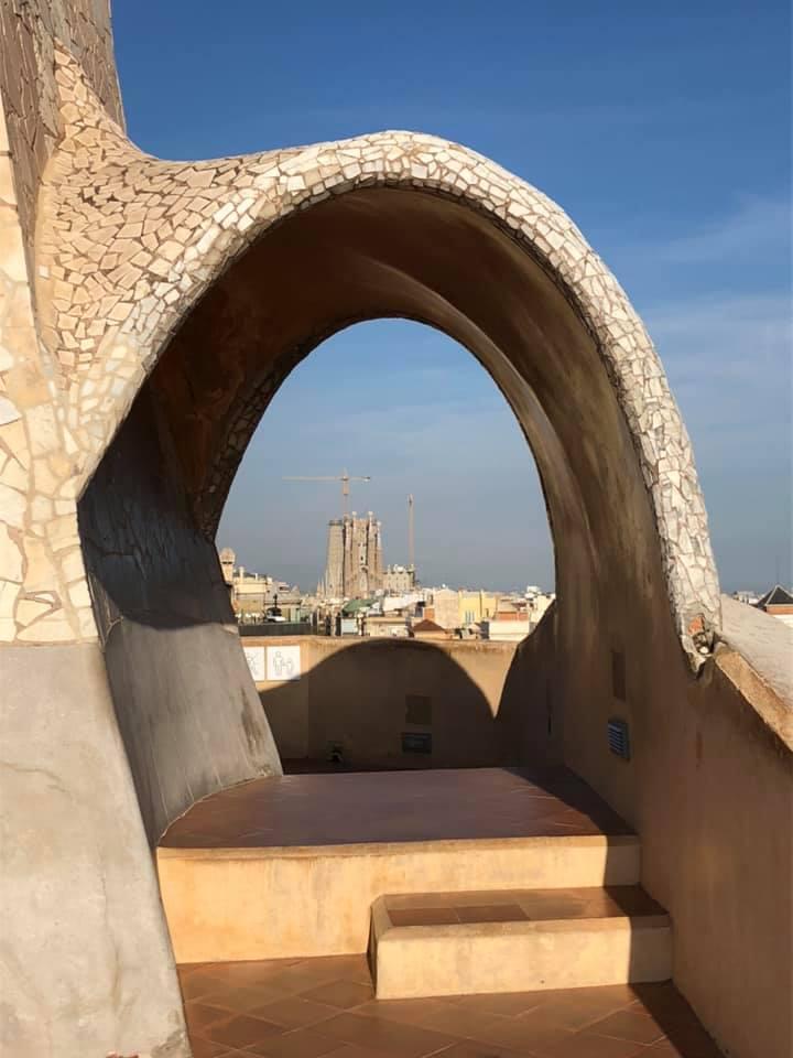 カサ・ミラの屋上から望むサグラダファミリア