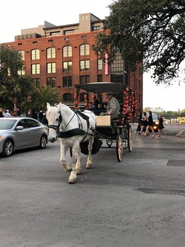 街中を走る馬車