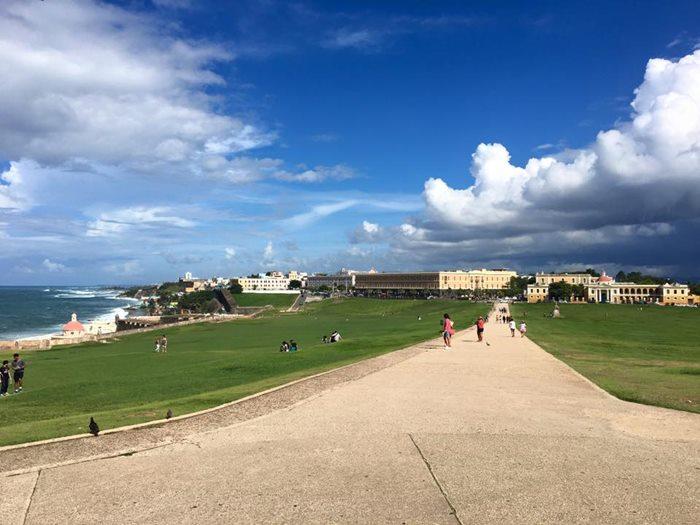 要塞周囲の広場